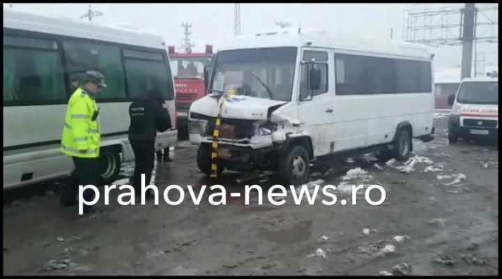 VIDEO: Accident la Banesti intre un microbuz si o autoutilitara. 22 de persoane implicate