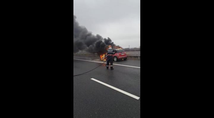 Masina in flacari pe autostrada A3 - VIDEO