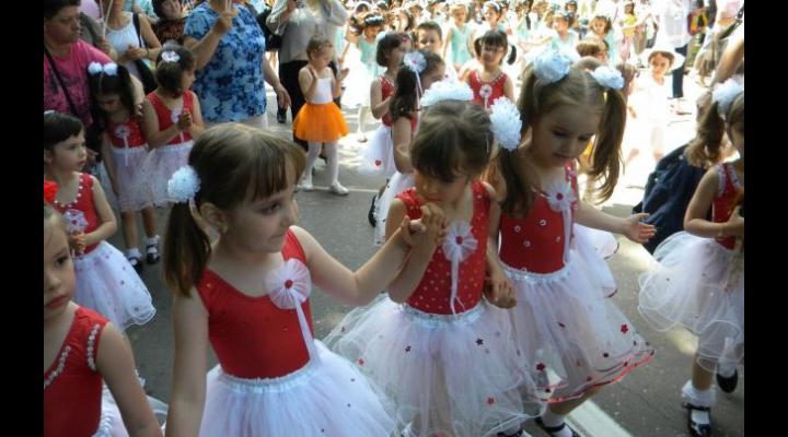 Bătrânul Bulevard din Ploiești va fi din nou inundat de .... copilărie