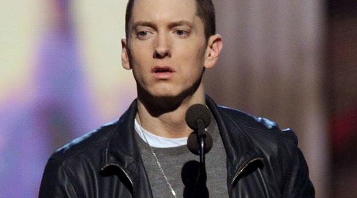 """Eminem a renuntat pentru o zi la imaginea de """"baiat rau"""""""