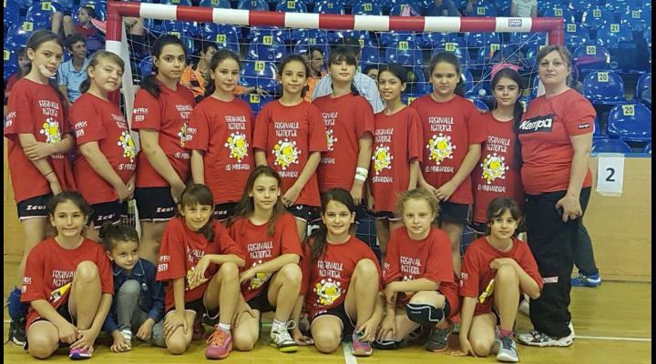 Fetele de la CSM Ploieşti, premiate la Festivalul Naţional de Minihandbal! Au mers pe banii lor