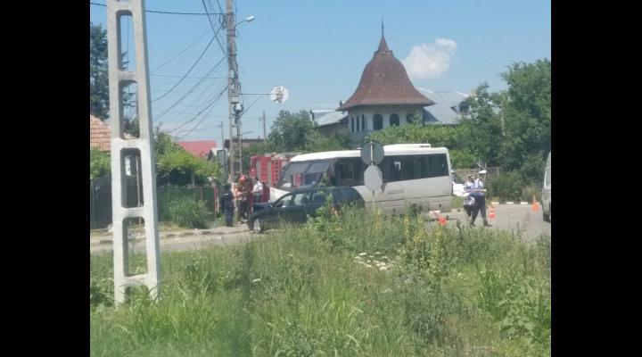 Cinci persoane au ajuns la spital în urma unui accident produs la Florești între un microbuz și un autoturism