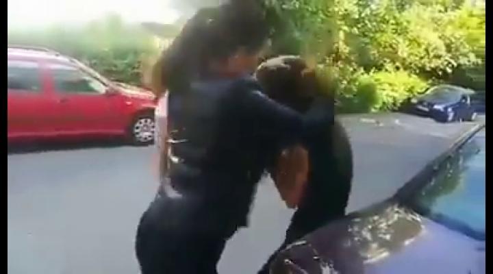 Fata bătută și umilită va fi consiliată (VIDEO)