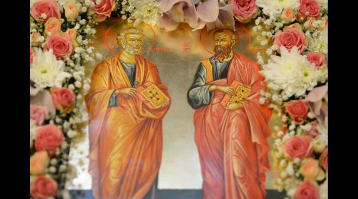 A început Postul Sfinţilor Apostoli Petru şi Pavel