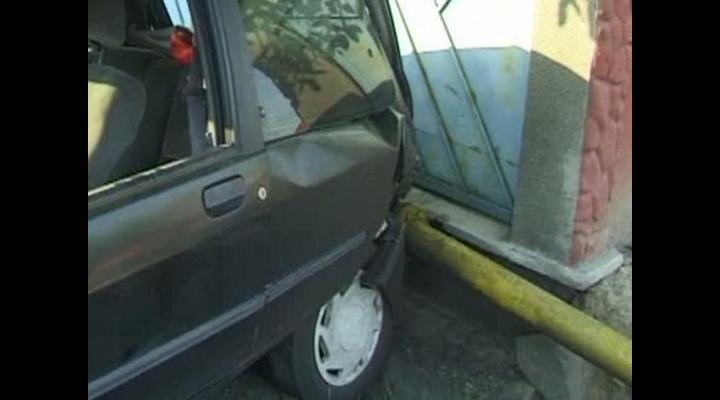 Un șofer beat a avariat o conductă de gaze din Ploiești după care a fugit de la locul accidentului