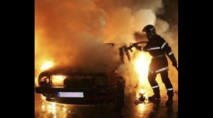 O mașină a ars ca o torță în Bușteni