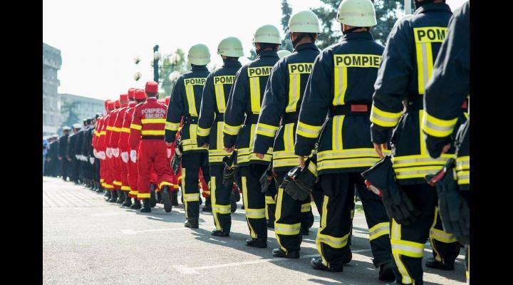 Zilnic peste 200 de pompieri prahoveni vor fi la datorie de sărbătoarea Adormirii Maicii Domnului