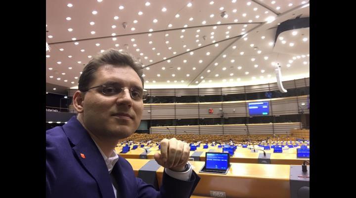 Ce spune un europarlamentar român despre eliminarea tarifelor de roaming
