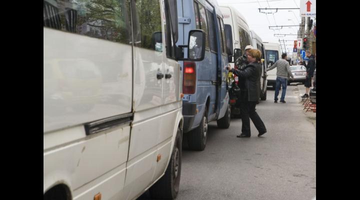 Consiliul Județean Prahova cere operatorilor de transport revenirea la vechile tarife