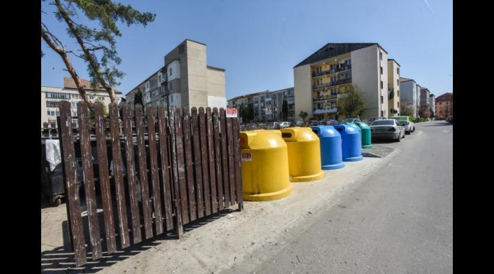 La Ploiești, tarifele la gunoi rămân, deocamdată, neschimbate. Proiectul de hotărâre nu a trecut
