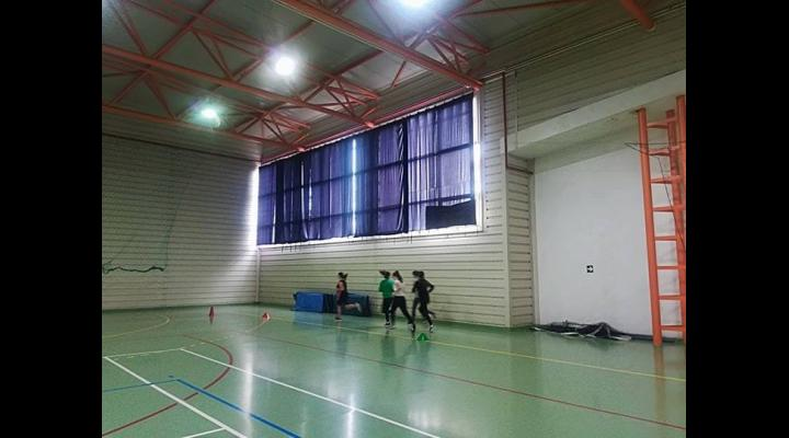 Copiii din Băicoi sunt așteptați de săptămâna viitoare la cursurile de tenis de câmp și fotbal organizate de Primăria orașului