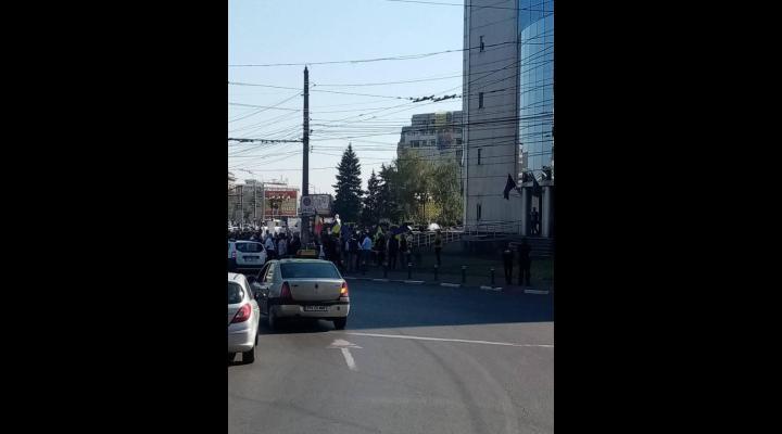 Angajații TCE Ploiești au protestat în fața primăriei