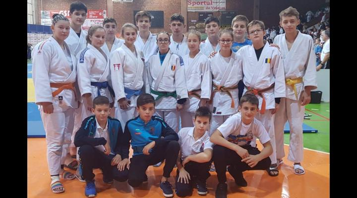 """Judoka de la CSM-CFR-CSŞ Ploieşti, 11 medalii obţinute la Memorialul """"Aurel Câmpeanu""""!"""