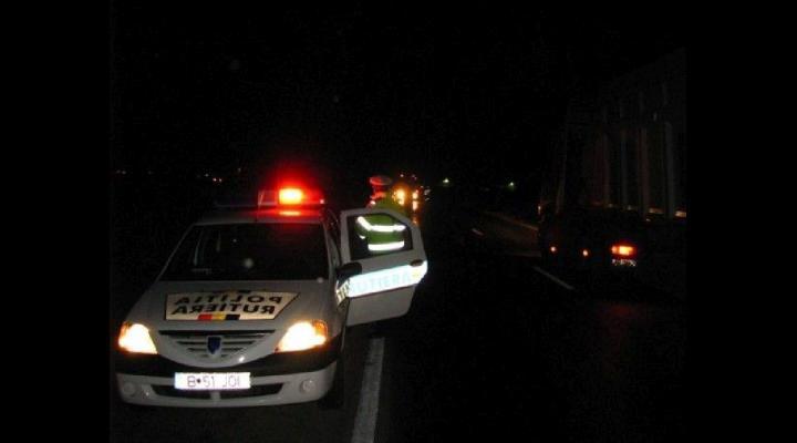 Un șofer băut și cu permisul suspendat, prins în Ploiești. A fost încătușat