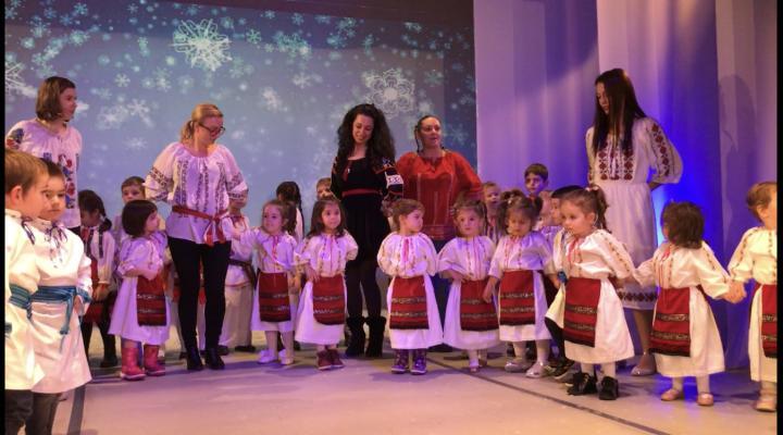 """VIDEO/FOTO Festivalul """"100 de ani de tradiții românești"""", organizat de Grădinița""""Rază de Soare"""" din Ploiești, la ediția a doua"""