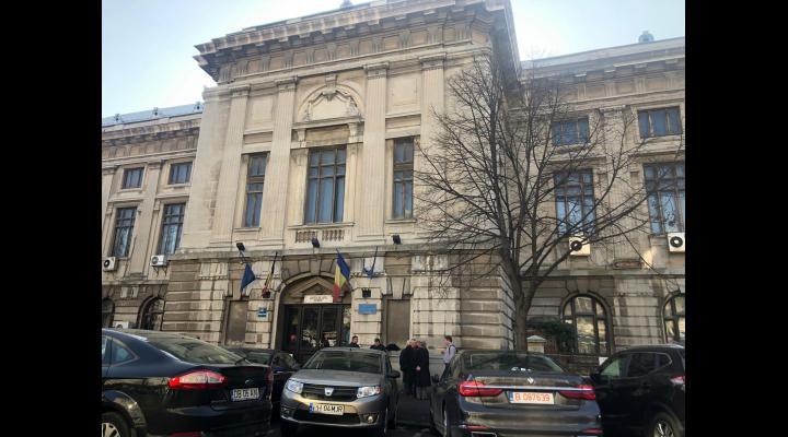 Curtea de Apel Ploiești reia activitatea dar va suspenda judecata o oră pe zi