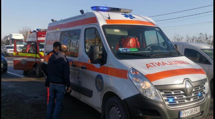 Accident la Cornu. Un autoturism a intrat in parapetul de pe marginea drumului