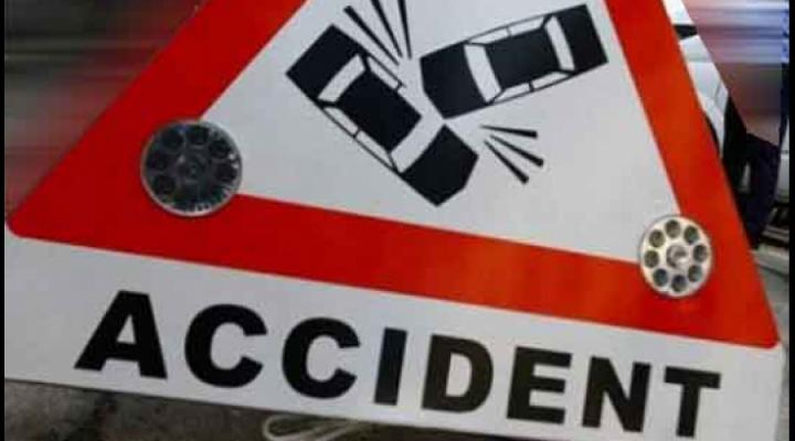 Accident în Poiana Țapului/ O cisternă cu GPL a lovit un microbuz