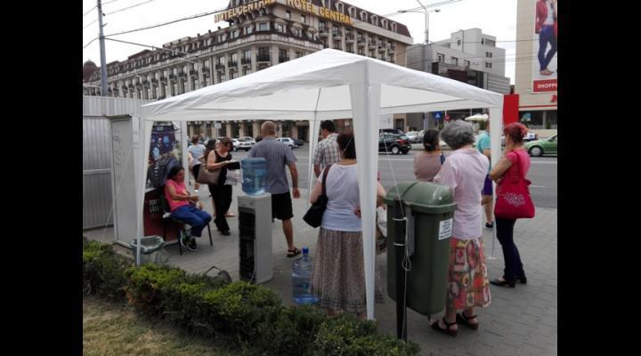 Se suplimentează numărul de corturi cu dozatoare cu apă rece din Ploiești
