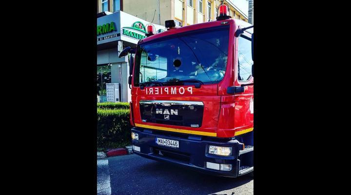 Incendiu la un apartament din Ploiești, unde un bărbat beat a uitat o cratiță pe foc