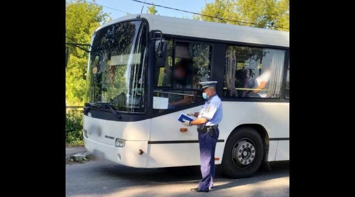 Noi controale in mijloacele de transport in comun, din Prahova. Mai multi pasageri prinsi fara masca de protectie