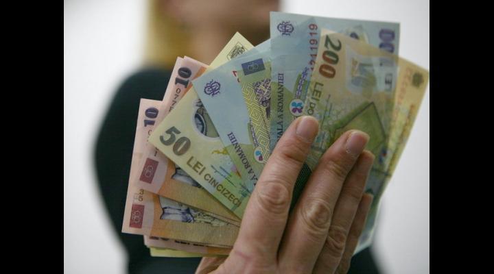270.000 de prahoveni primesc mai multi bani la pensie, începând de luna aceasta