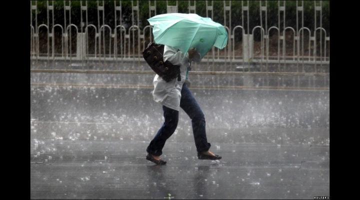 Cod galben de ploi și vijelii în mai multe localități din Prahova