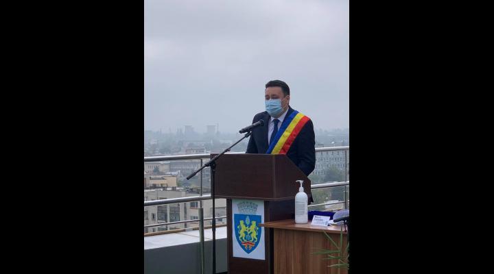 """VIDEO Primarul Ploieștiului, Andrei Volosevici, a depus jurământul: """"De astăzi, ne apucăm de treabă!"""""""