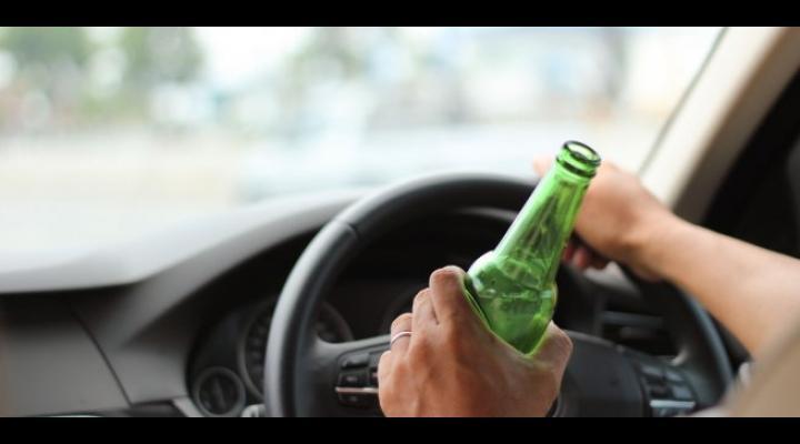 Un bărbat a fost reținut după ce a fost prins că circula în Blejoi cu mașina fără permis și sub influența alcoolului