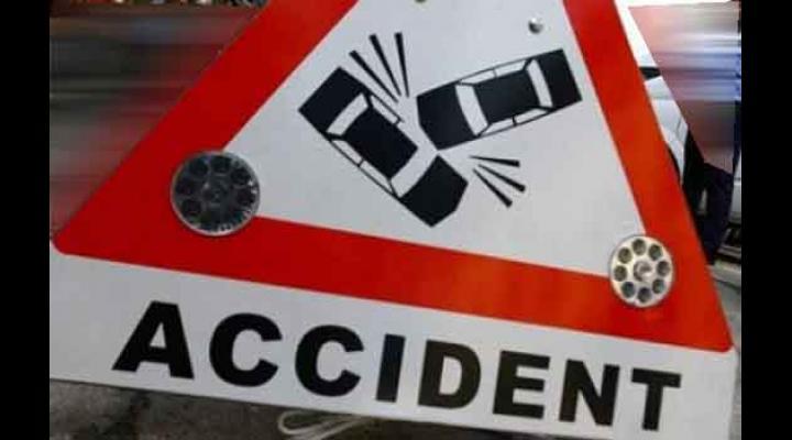 Mașină căzută în râpă, la Valea Doftanei