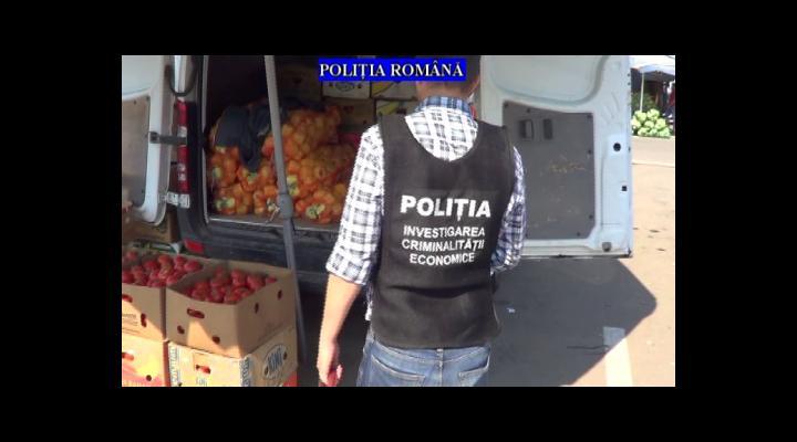 Aproape 4,5 tone de fructe și legume confiscate de polițiști de la comercianții din Puchenii Mari (VIDEO)