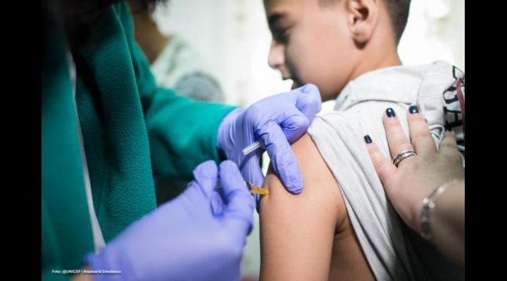 Cel mai tânăr roman se imunizează în etapa a doua la Ploiești