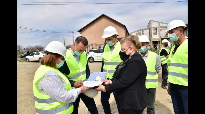 Începe modernizarea a 46 km de drumuri județene. Președintele CJ a semnat ordinul de începere a lucrărilor