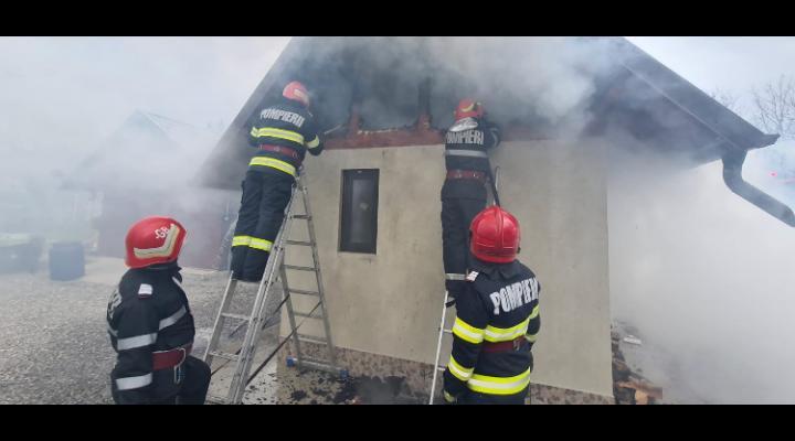 13 incendii stinse de pompierii prahoveni in Minivacanta de Paste si 1 Mai