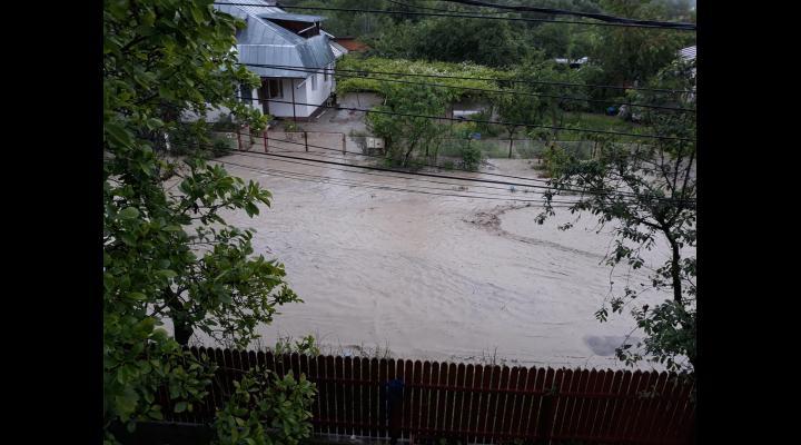 Prăpăd în Breaza unde a plouat torențial