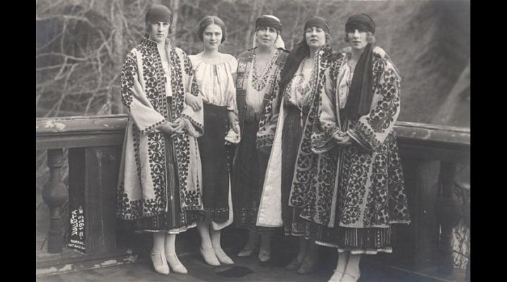 Regina Elisabeta sau Regina Maria au purtat cu mândrie IA  românească