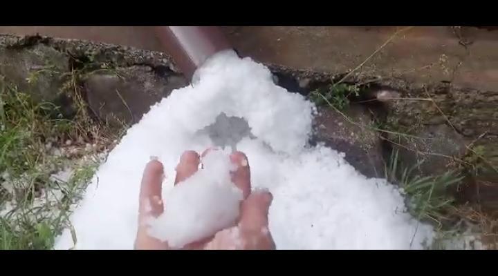VIDEO Grindină și în Bușteni