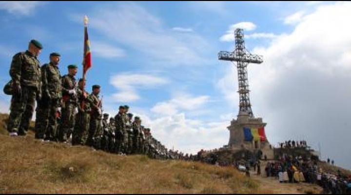 """Ceremonie la """"Crucea comemorativă a Eroilor români din Primul Război Mondial""""/Se lansează și un concurs de fotografie"""