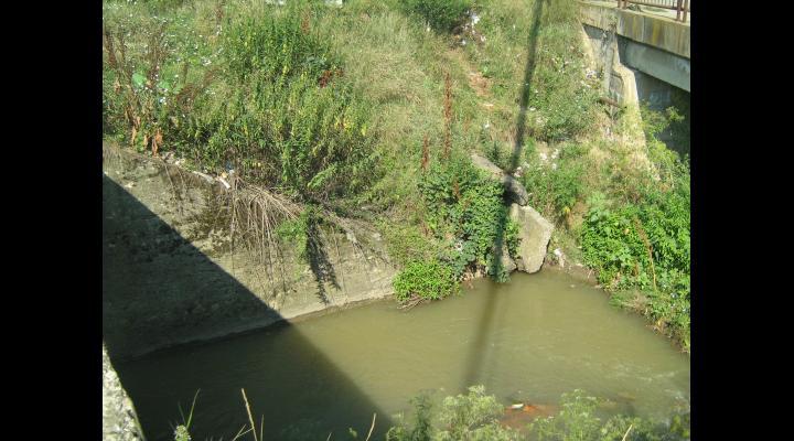 La Băicoi, lucrări pe pârâul Dâmbu pentru prevenirea inundațiilor