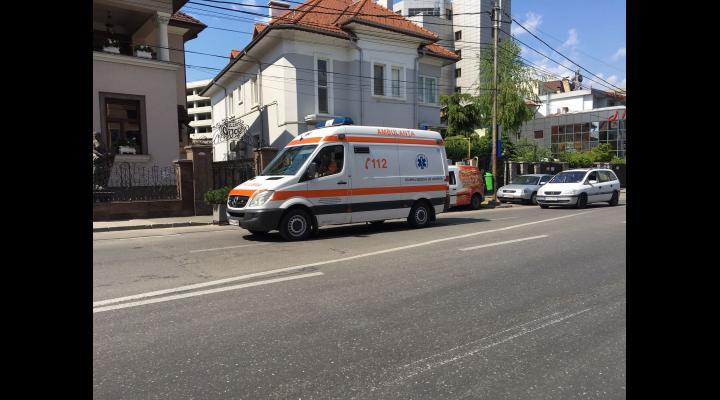 Alertă! Un copil de doi ani din Ploiești a căzut de la etajul 3!