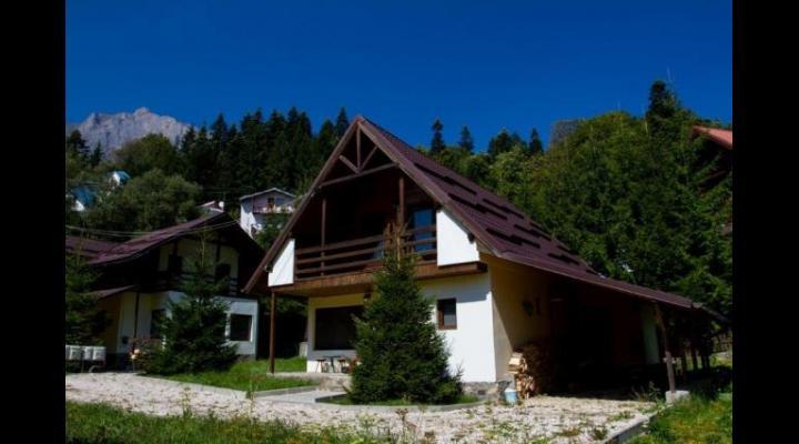 Sute de vile şi apartamente stau nevândute pe Valea Prahovei