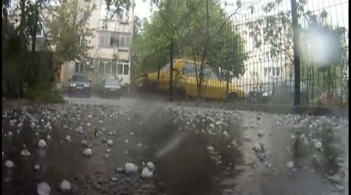 COD GALBEN de vijelie și grindină în mai multe localități din Prahova