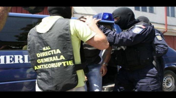 Agent de poliție din Ploiești, trimis în judecată. A intimidat si lovit un barbat