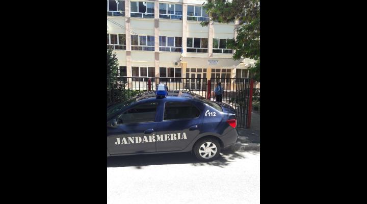 Peste 30 de elevi au fost amendati de jandarmi