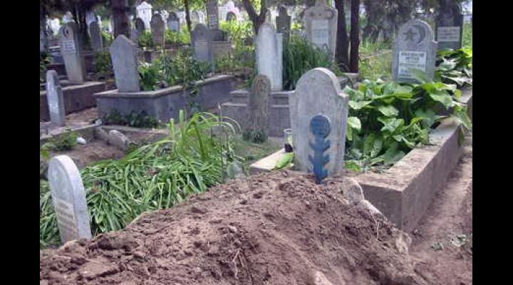PRAHOVA: CERCETATI PENTRU PROFANARE DE MORMINTE