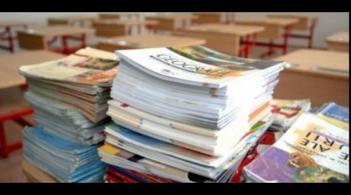 Proiectul legii manualului școlar, lansat spre dezbatere publică