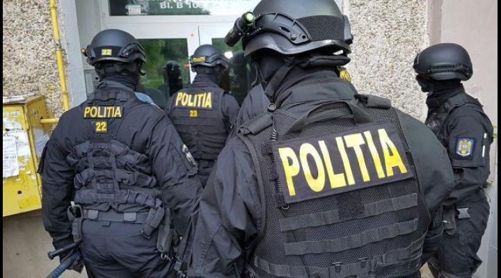 Percheziții la persoane bănuite de furturi de combustibil, în Prahova