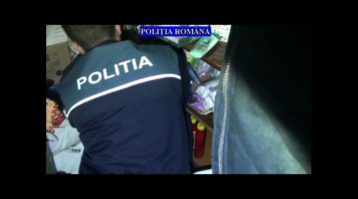Motorină, produse de igienă, produse de curățenie și cosmetice confiscate de polițiști în uma unor percheziții la persoane bănuite de furturi de societăți comerciale - VIDEO