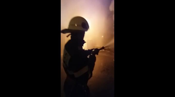 Incendiu de proporții la o vopsitorie din comuna Brazi - VIDEO