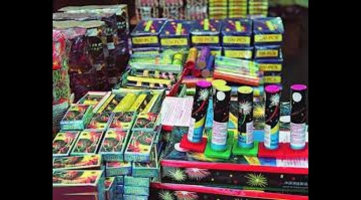 Au început vânzările ilegale de petarde și artificii